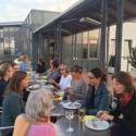Informeller Austausch unter Ärztinnen auf der Dachterrasse des Franziskus Krankenhauses