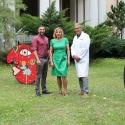 Besuch bei den »Eddies«. Catharina Pieroth mit Prof. Dr. Michael Abou-Dakn und dem Künstler Ali Görmez.