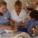 Eine Ausbildung in der Gesundheits- und (Kinder)Krankenpflege hat Zukunft