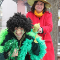 Führten gemeinsam Rumpelstilzchen auf: die Märchenerzählerin und der grüne TrollSchließen