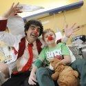 Rolando Vilazón in der Kinderklinik des SJK