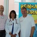 Reinhard Horn mit den Chefärzten Dr. Hans Willner und Dr. Beatrix Schmidt