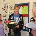 Seelsorgerin Luzia Hömberg berichtet, wie Gott die Kinderkrankenschwester schuf. In der Mitte Abteilungsleiter Gert Plichta, links eine Kinderpflegerin der Station