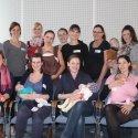 Rund 20 junge Frauen mit ihren Babys trafen sich zum Stillfrühstück