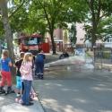 Kleine Feuerwehrleute in Aktion beim SJK-Kinderfest