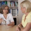 Chefärztin Dr. Elke Johnen im Patientengespräch
