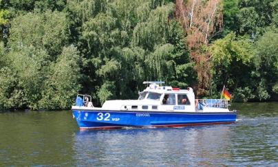 Auch auf einem Boot der Wasserschutzpolizei konnten die Kinder und Jugendlichen mitfahren. Foto: SJK