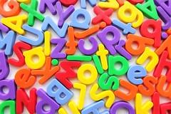 Mit Buchstaben kreativ werden beim Ferienprogramm der SGKJ. Foto: Christian Schnettelker (www.manoftaste.de)