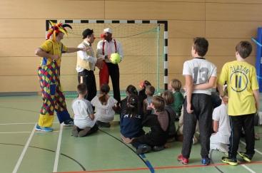 Faschingsfußball mit den Clowns Rote Nasen