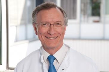 Leberexperte Prof. Dr. Thomas Poralla, Chefarzt der Klinik für Innere Medizin I und Endoskopie