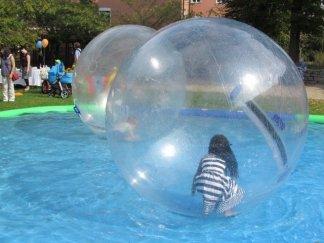 Bubble Balls waren auf dem Kinderfest bei Klein und Groß beliebt